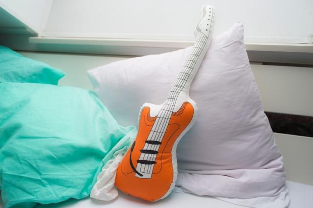 IKEA_gitaar_kussen_EMMELIEHERWEGH_1