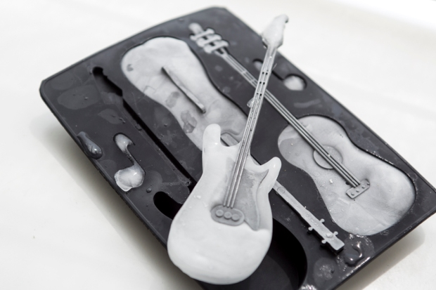 HEMA_ijsblokvorm_gitaar_1